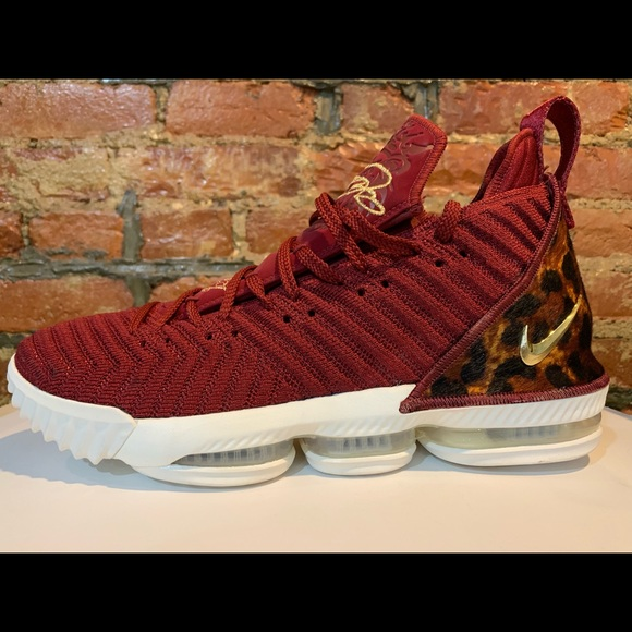 bc2da2370d7ef Nike LeBron 16 The King Team Red Basketball Shoes.  M 5c78a23f951996761bd234f7